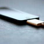 Cara ngecharge smartphone